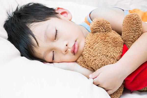 Ngủ sớm ngủ đủ giấc giúp nội tiết tố tăng trưởng sản sinh nhiều hơn