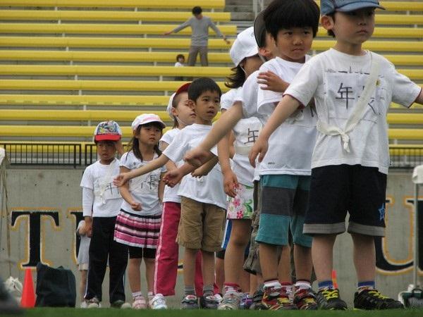 Trẻ em Nhật tham gia các câu lạc bộ thể thao trường học từ rất sớm
