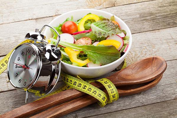 Ăn đúng giờ rất tốt cho sự phát triển chiều cao, cân nặng của trẻ
