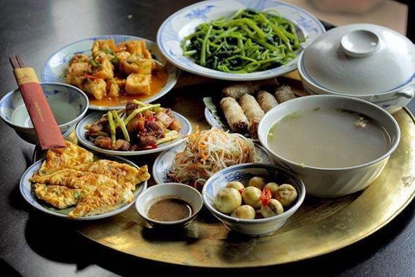 Phương pháp chế biến thức ăn của người phương Đông khá đa dạng