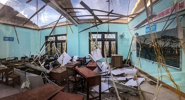 Cơ sở vật chất hư hại khiến nhiều trường phải đóng cửa tạm thời (Ảnh: Internet)