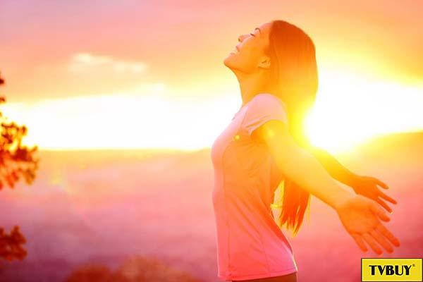 tiếp xúc ánh nắng mặt trời để hấp thụ canxi và vitamin d