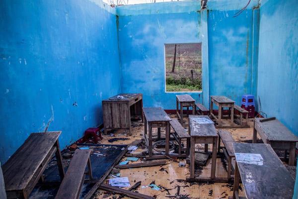 Nhiều phòng học bị đổ sập do ảnh hưởng của bão số 9