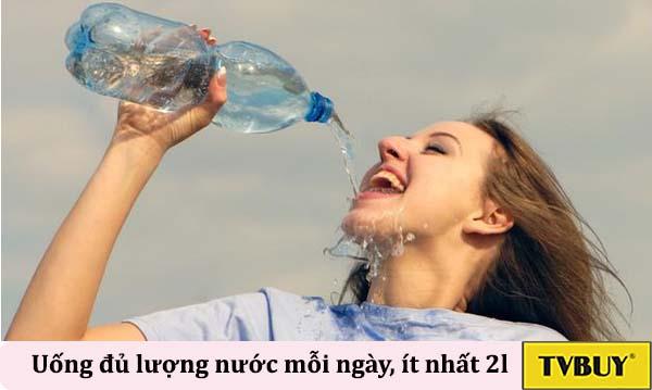 uống đủ lượng nước cần thiết mỗi ngày