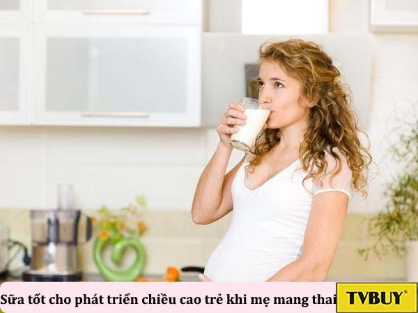 uống sữa bổ sung dinh dưỡng cho mẹ và trẻ khi mang thai